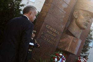 Prezident sa zúčastnil i Ceremoniálu kladenia vencov k pamätníku gen. M. R. Štefánika.