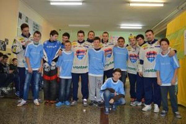 Hokejsti MHC medzi žiakmi ZŠ v Hornej Štubni.