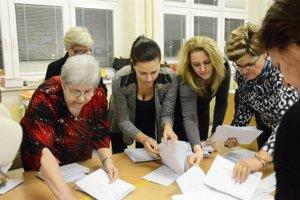 Voľby sa uskutočnia 10. novembra 2018. Hlasy sa budú sčítavať v sobotu večer.