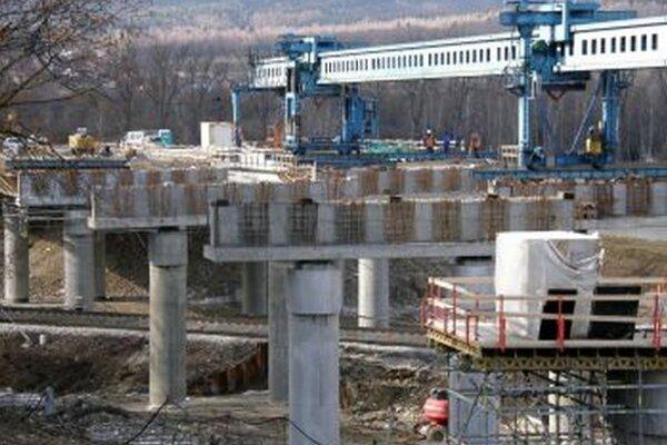 Termín dokončenia úseku Dubná Skala - Turany sa musel posunúť.