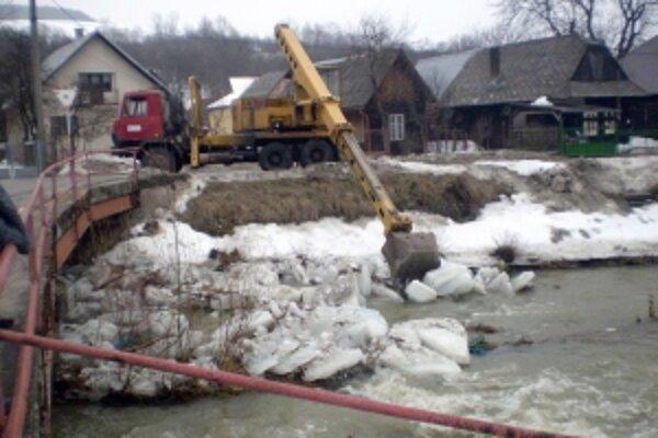 Vyčistenie vodného toku zabránilo vybreženiu.