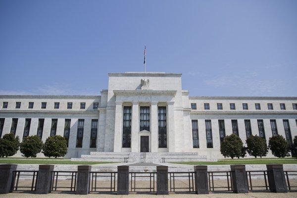Fed zdôrazňuje, že budú pri zvyšovaní úrokov trpezliví.