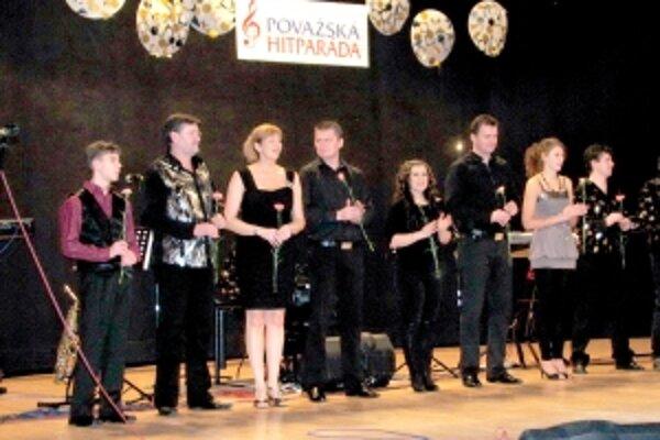 O priazeň divákov sa uchádzalo okrem Miroslava a Zdenky Feriencovcov ďalších šesť spevákov.
