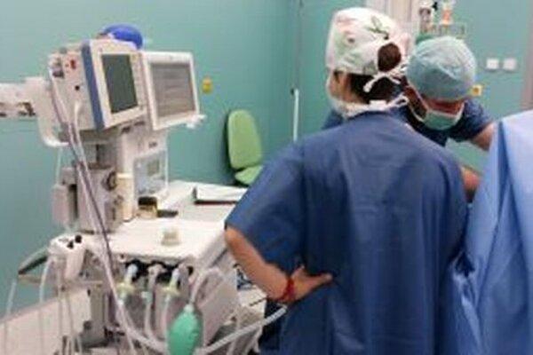 Nové prístroje uľahčujú starostlivosť o kritické choré deti.