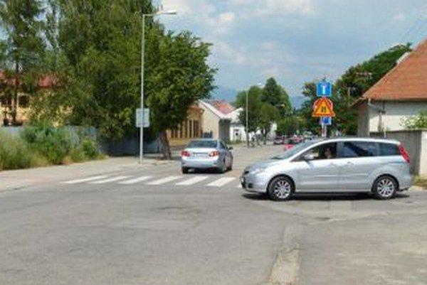 Na Kollárovej ulici platí až po nemocničné parkoviská  obojsmerka.