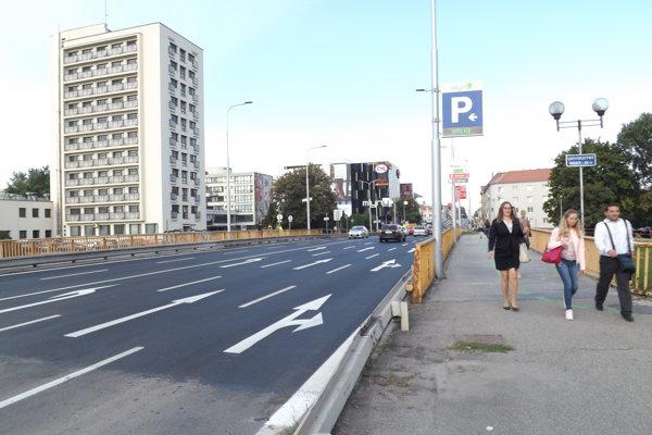 Na moste je nová asfaltová vrstva.