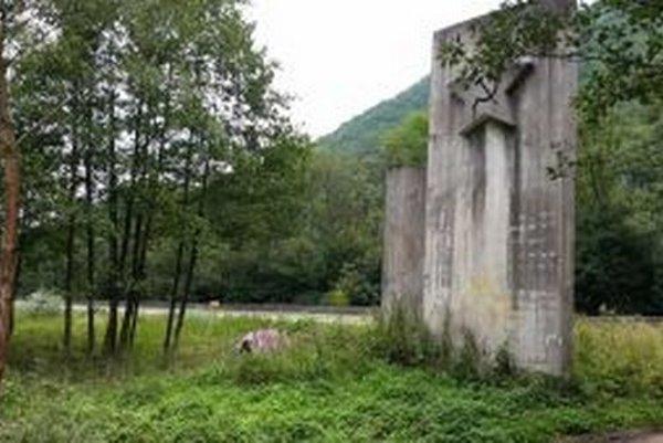 Pamätník SNP pri Dubnej skale.