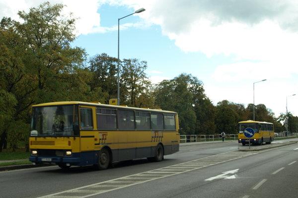 Cestovanie v prímestskej doprave bude počas ETM s polovičnou zľavou.
