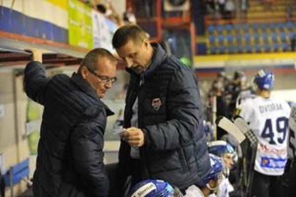 Ivan Dornič (vpravo) si myslí, že o postupujúcich do play off, a o tom, kto spadne do baráže, sa rozhodne až v posledných kolách.