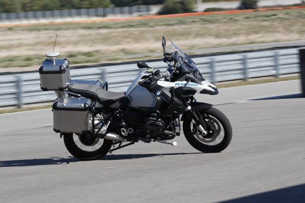 Autonómna motorka BMW R 1200 GS.