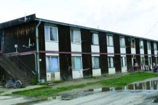 Ľudia z bytovky majú vysoké nedoplatky na energiách.