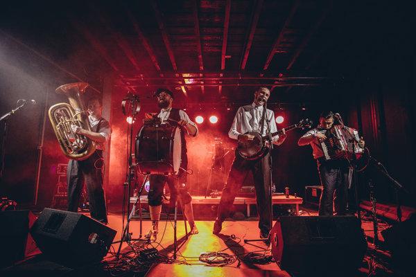 Poľská folkpunková kapela Hańba bola jedným z headlinerov festivalu.