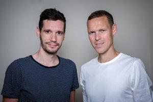 Zľava: novinár Michal Červený, chodec Matej Tóth