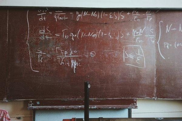 Rozmiestnenie prvočísel nie je náhodné, podobá sa na štruktúru kryštálov.