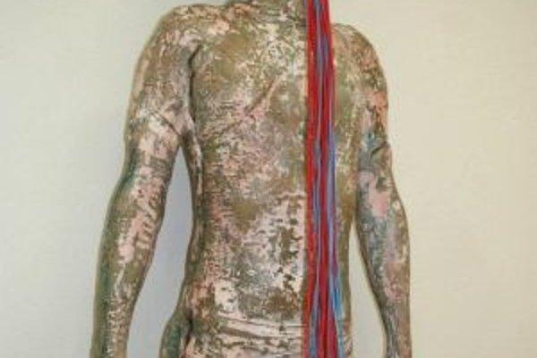 Adam Turzo vytvoril sadrovú formu svojho tela.