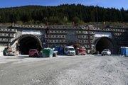 Tunel Višňové minulý týždeň definitívne prerazili. Podľa ministra dopravy Árpáda Érseka však niet veľa dôvodov na radosť.