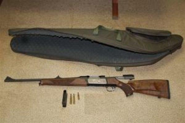 Polícia zaistila trofej, zbraň, aj náboje.