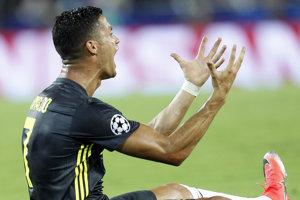 Útočník Juventusu Cristiano Ronaldo videl červenú kartu už v prvom polčase.