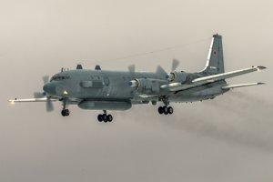 """Ruské ministerstvo obrany tvrdí, že prieskumné lietadlo bolo omylom zasiahnuté sýrskou raketou, pretože štvorica izraelských stíhačiek F-16, ktoré smerovali na bombardovaciu misiu do sýrskej provincie Lázikíja, sa """"ukryli"""" za stroj ruských vzdušných síl."""