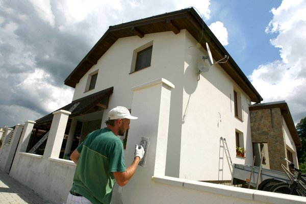Ak chcete štátnu dotáciu, dom musí zatepliť firma s licenciou.