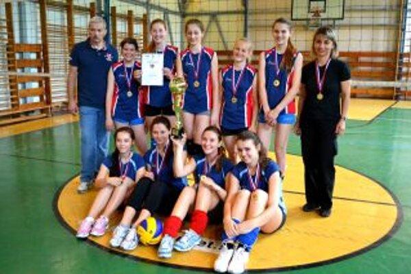 K medailovej zbierke lettrichovcov prispeli zlatom aj volejbalistky.