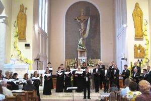 V kostole. Cantica Collegium Musicum počas vystúpenia.
