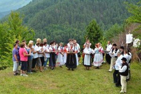 Na Pohanove nad Krpeľanmi sa okrem účinkujúcich zišla aj stovka divákov.