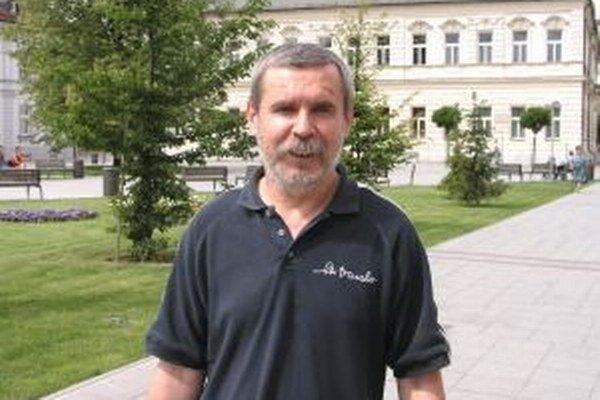 Riaditeľ DO Strojár Viliam Kováč.
