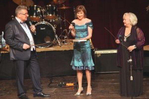 Hlavní aktéri krstu: Karol Konárik, šéfka umeleckej agentúry Harmony Anna Šestáková a Mája Velšicová.