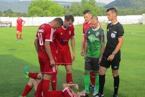 Futbalisti Plavnice (na archívnej snímke v červených dresoch) sa cez víkend postarali o najväčšie prekvapenie 10. kola tretej ligy.