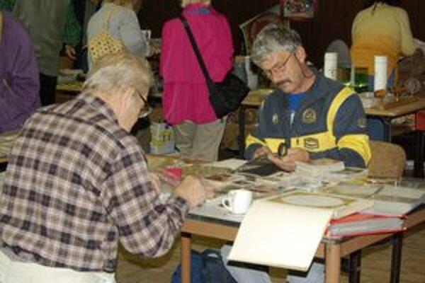 Zberatelia hľadali chýbajúce známky či mince do svojich zbierok.