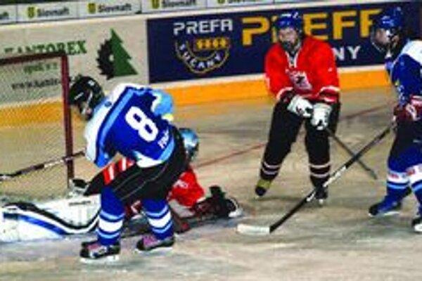 Katarína Finďová zvyšuje v druhom štvrťfinále proti B. Bystrici na 5:0.