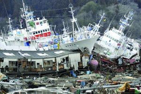 Zničené Japonsko- Katastrofu odštartovalo zemetrasenie.