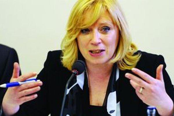 Iveta Radičová. Premiérka tvrdí, že na mestá sa prevedie päť percent akcií z teplárenských spoločností.