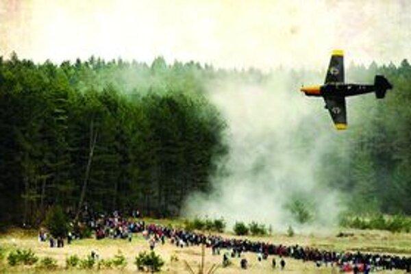 Tohtoročnú ukážku spestrili historické lietadlá.