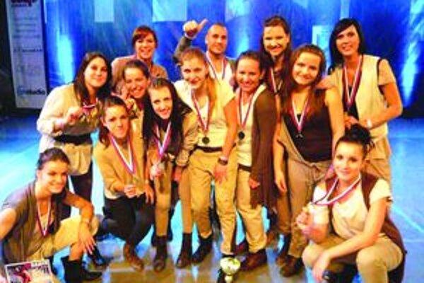 Deviata obhajoba zlata. We Can Fight Our Desires – zlatá choreografia Marcely Hrúzovej a Ivana Štancela a jej trinásť tanečníkov.