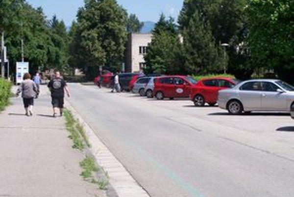 Pribudlo by miest na parkovanie. Ak by mesto malo k dispozícii peniaze, ktoré vymáha od dlžníkov, mohlo by vybudovať napríklad aj 2 134 parkovacích miest.