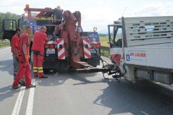 Pondelňajšia nehoda. Pri Turanoch sa zrazili štyri autá.