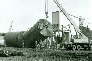 Budovanie betonárky.