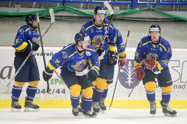 Prešovčania doteraz v lige vyhrali len raz. V Dubnici skóroval len Martin Novotný (druhý zľava).