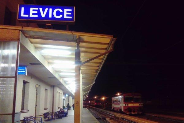 Cestujúcich využívajúcich vlakovú dopravu čakajú obmedzenia.