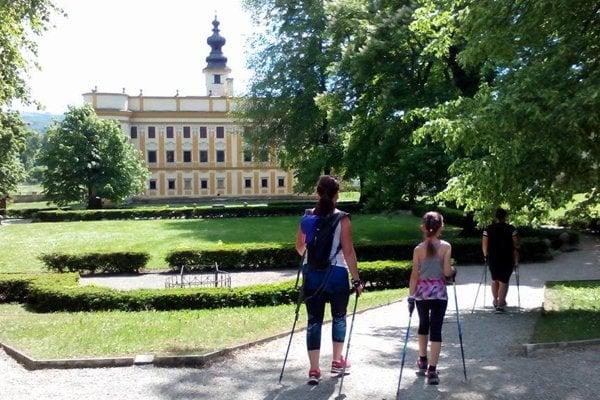 Park pri kaštieli v Markušovciach.