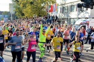 Veľké podujatie, akým je Medzinárodný maratón mieru, niečo stojí.