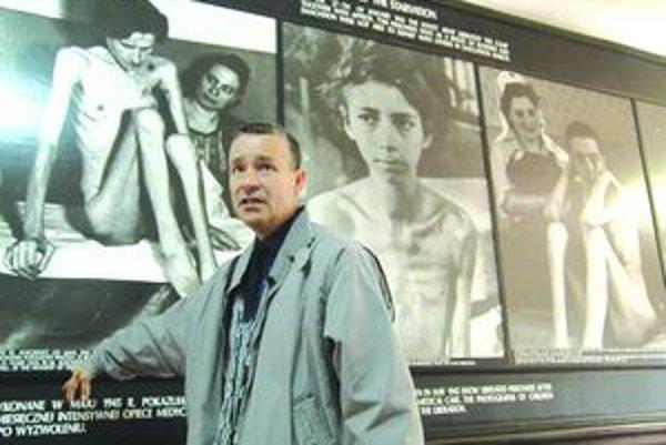 Biológ z martinského gymnázia Martin Klein absolvuje so študentmi návštevy do Osvienčimu aj päťkrát za rok.