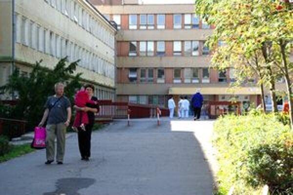 Takmer tretina lekárov v považskobystrickej nemocnici podala výpoveď.