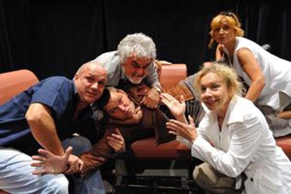 Zo skúšky inscenácie Terasa, ktorú v Slovenskom komornom divadle v Martine uvedú v piatkovej premiére.