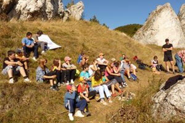 Na hrad na Vršatci prišli turisti z oboch strán hraníc.