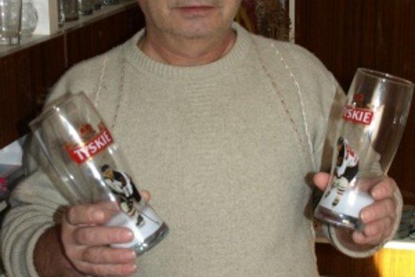 Najväčší martinský zberateľ pivných suvenírov Ján Pokrievka.