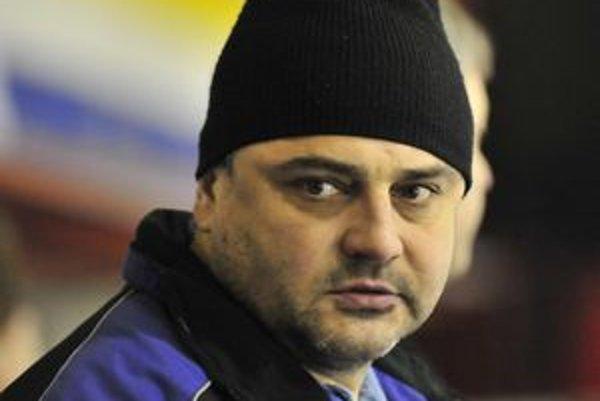 Juraj Jakubík robí asistenta Dušanovi Gregorovi a zároveň trénuje aj juniorov.