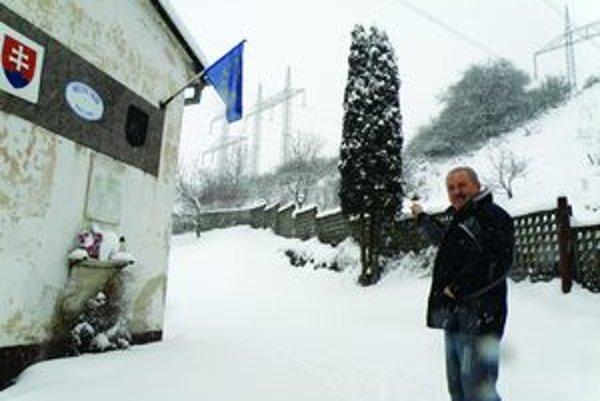Nolčovčania spísali petíciu. Vladimír Čavajda už rokuje o premiestnení 400-kilovoltové vedenia poza dedinu.